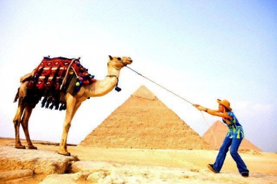 Giza Pyramids, Camel Ride and Egyptian Museum Tour